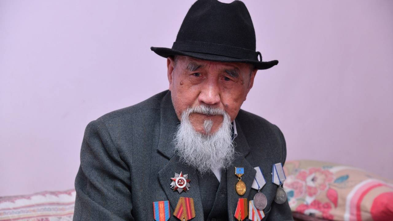 Veterans of Shymkent received one million tenge on Victory Day
