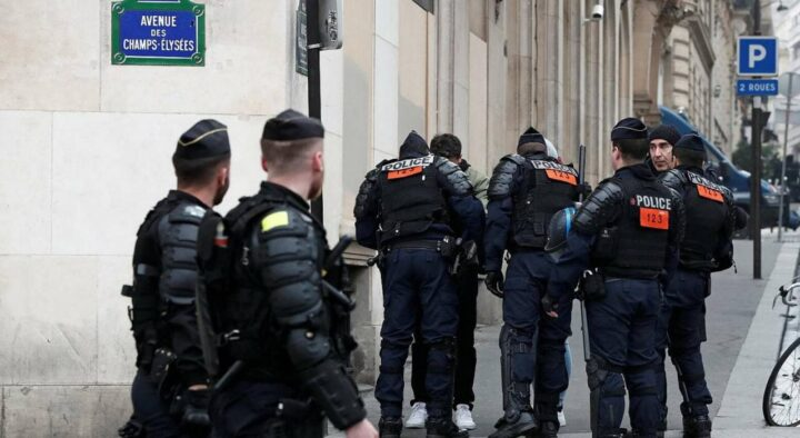 """Former French police officers ask Macron to take measures to """"reconquer the country"""""""