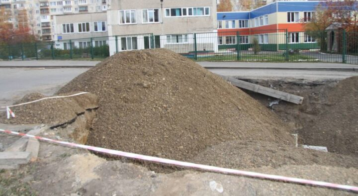 Residents of Almaty microdistrict pay for non-existent services